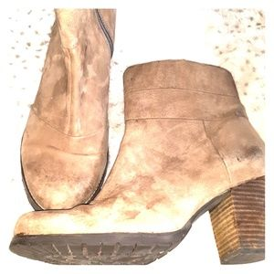 Clark's womens boots size 9